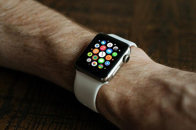 smart hodinky na ruce