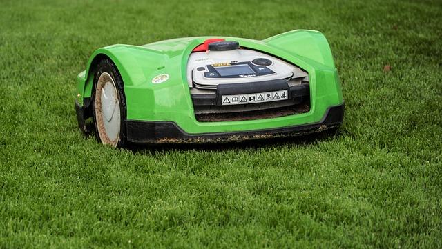 robotická sekačka na trávu