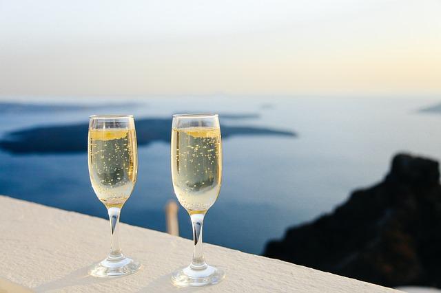 sklenice se šampaňským